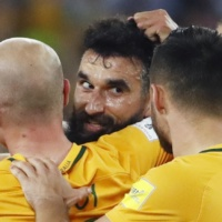 Australia's Mile Jedinak (centre) is congratulated by teammates aftervscoring a goal against Honduras during their World Cup soccer playoff deciding match in Sydney, Australia, Wednesday, Nov. 15, 2017. (AP Photo/Daniel Munoz)