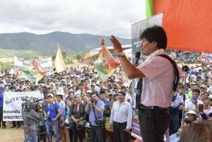 05 mayo 2017, Pampagrande, Santa Cruz.- El presidente Evo Morales entrega obras, hospital y mercado municipal, viviendas solidarias, alcantarillado y títulos ejecutoriales en el distrito Los Negros, en sus 45 aniversario. (Fotos: Freddy Zarco)
