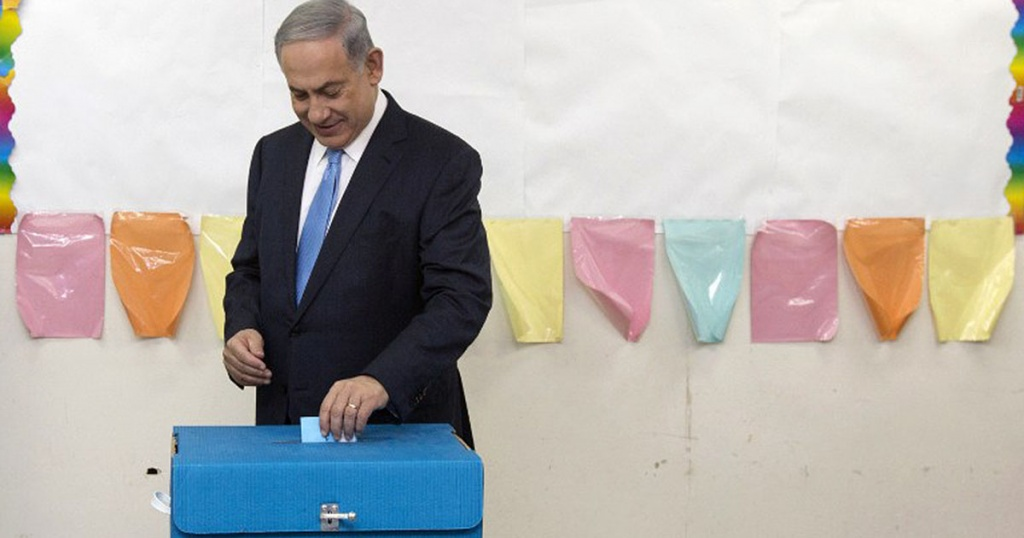 TOPSHOTS Israeli Prime Minister Benjamin Netanyahu casts his vote during Israel's parliamentary elections in Jerusalem on March 17, 2015. Israelis vote in an election expected to be a close-fought battle between the centre left and Prime Minister Benjamin Netanyahu, who ruled out a Palestinian state in a last-ditch appeal to the right. AFP PHOTO / POOL / SEBASTIAN SCHEINER